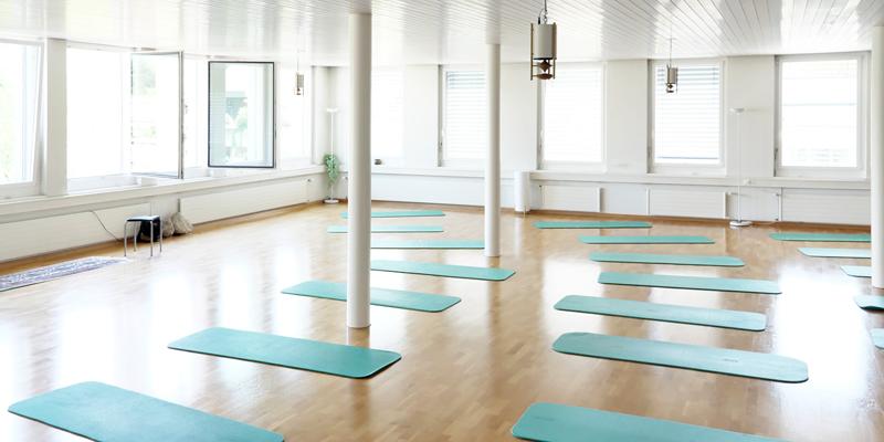 YOGA SUNANDA | Ursula Birchler | Yogastudio Grosser Raum